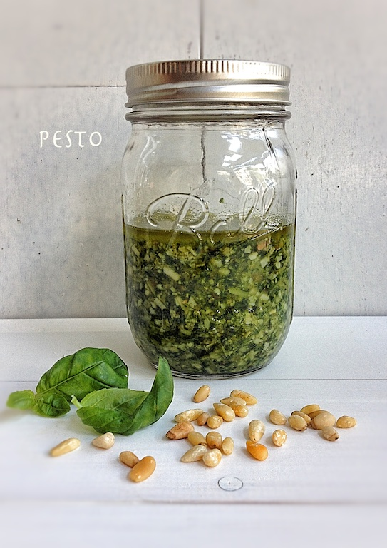pesto in Mason jar 2