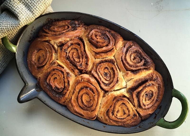 cinnamon rolls - Basket Delights